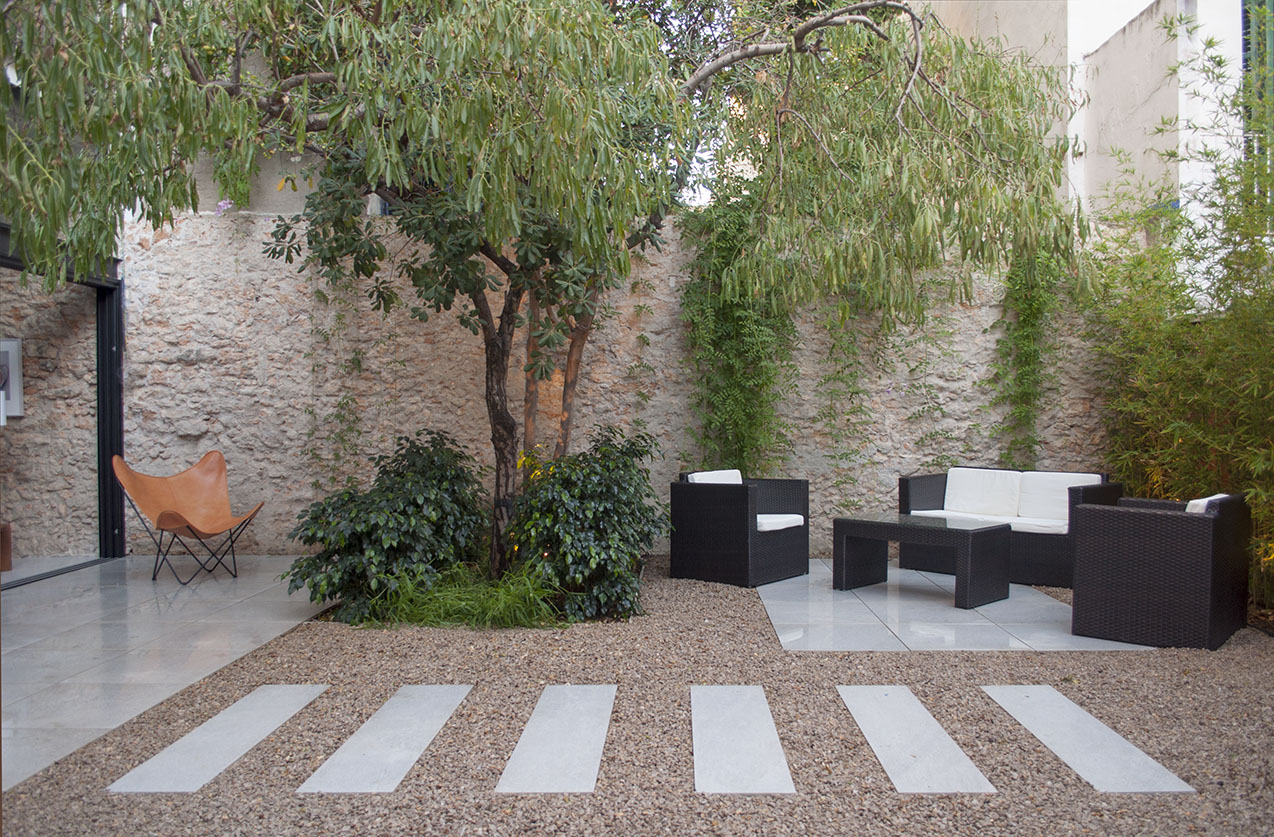 19-architect-barcelona-sitges-home-renovation-garden-courtyard