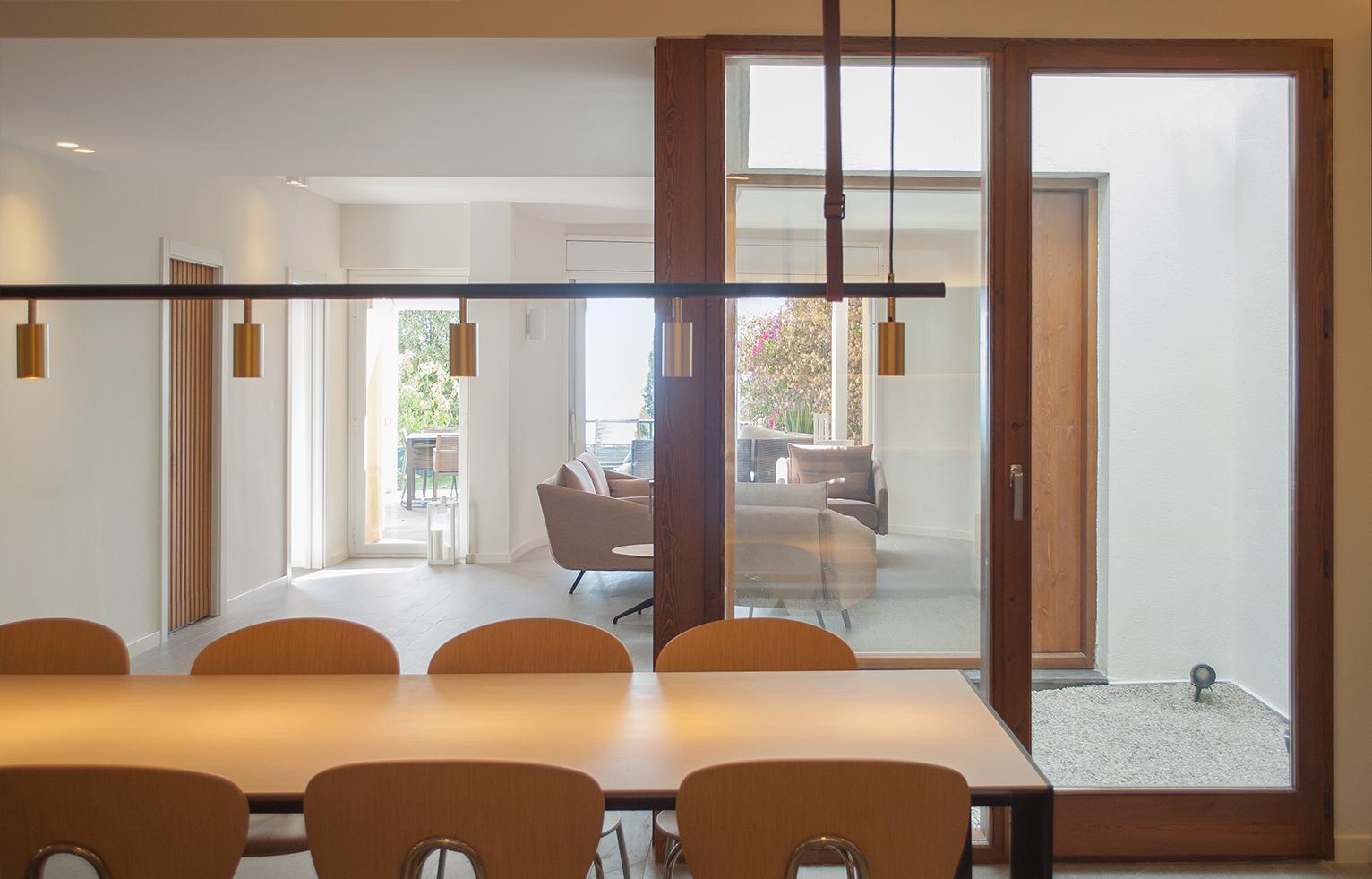 8-architecture-sitges-interior-design-barcelona-living-room-courtyard-lamp-stua-globus-deneb-costura-wood