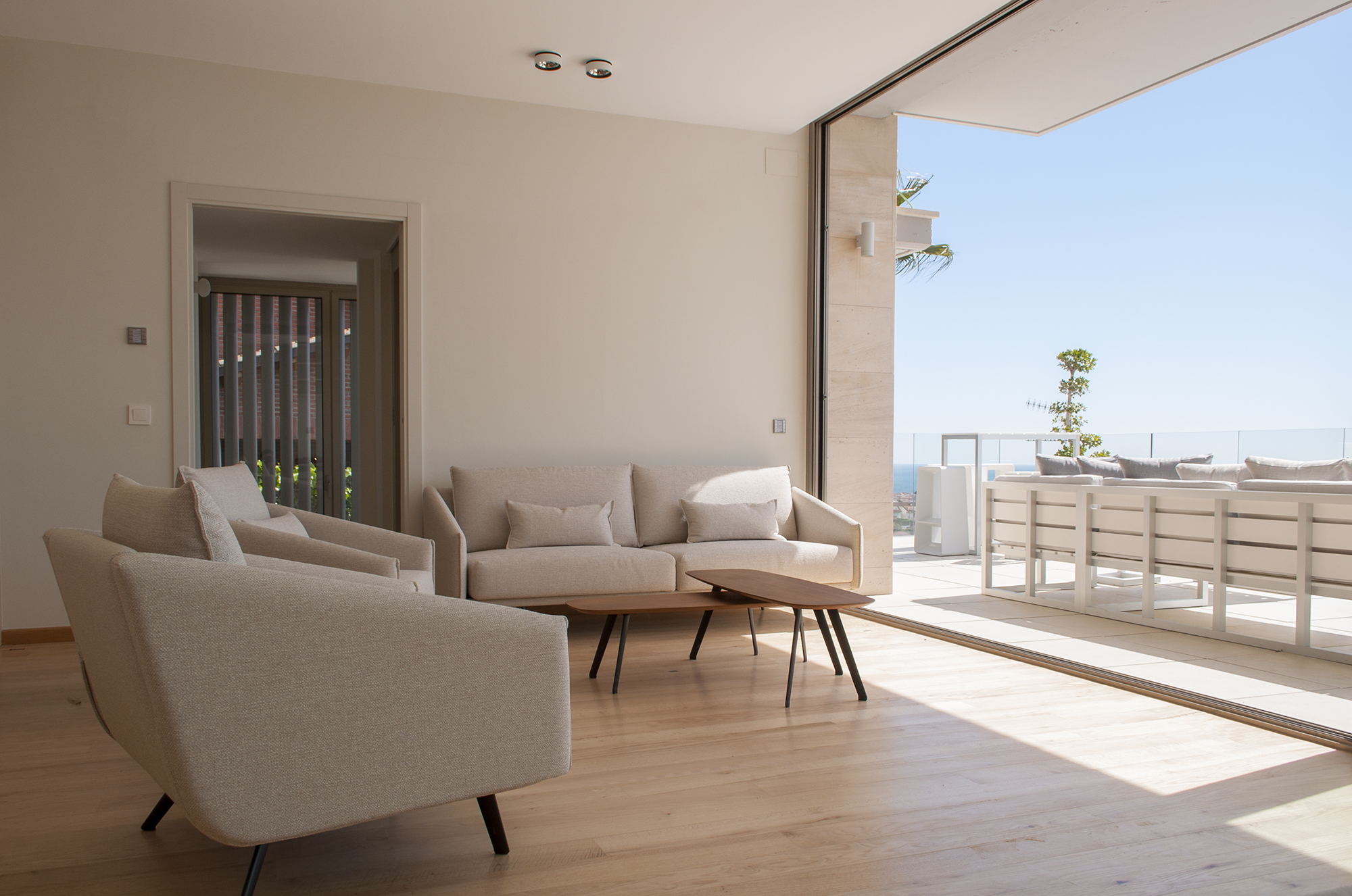 18-rardo-architects-houses-in-sitges-interior-design-living-room-dining-room-sea-view-sofa-costura-stua