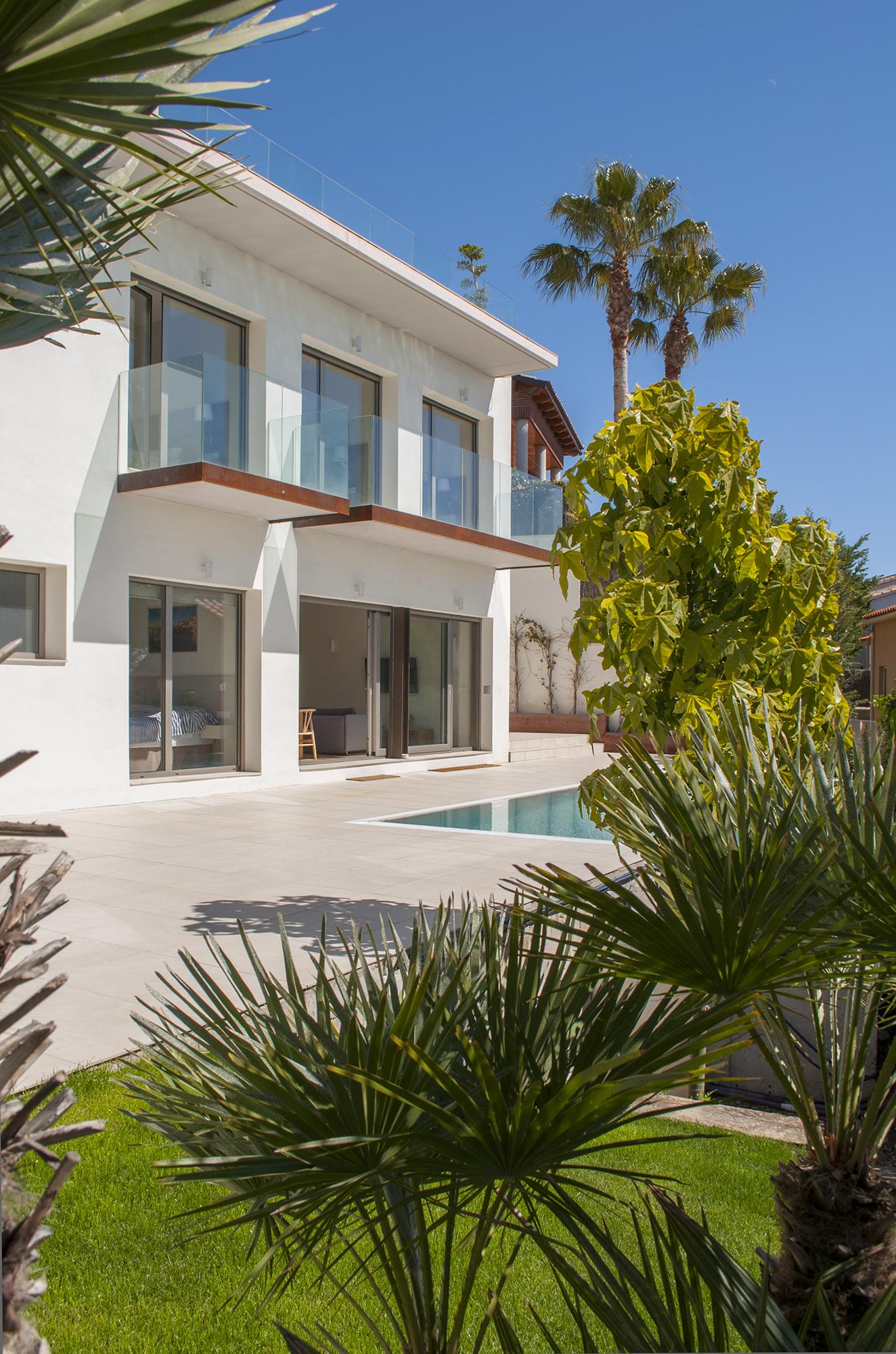 25-rardo-architects-casas-en-sitges-balcones-jardin-con-piscina-balcones