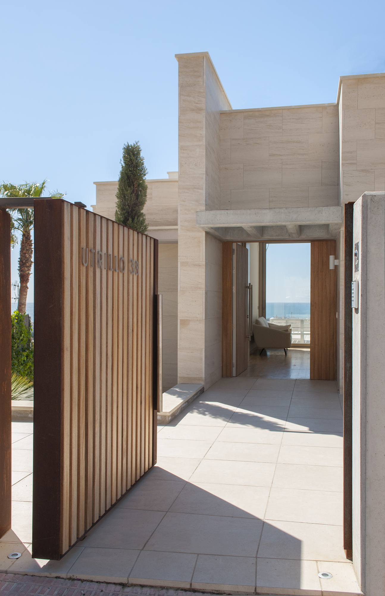 6-rardo-architects-houses-in-sitges-elevation-entrance-wood-fence-sea-view