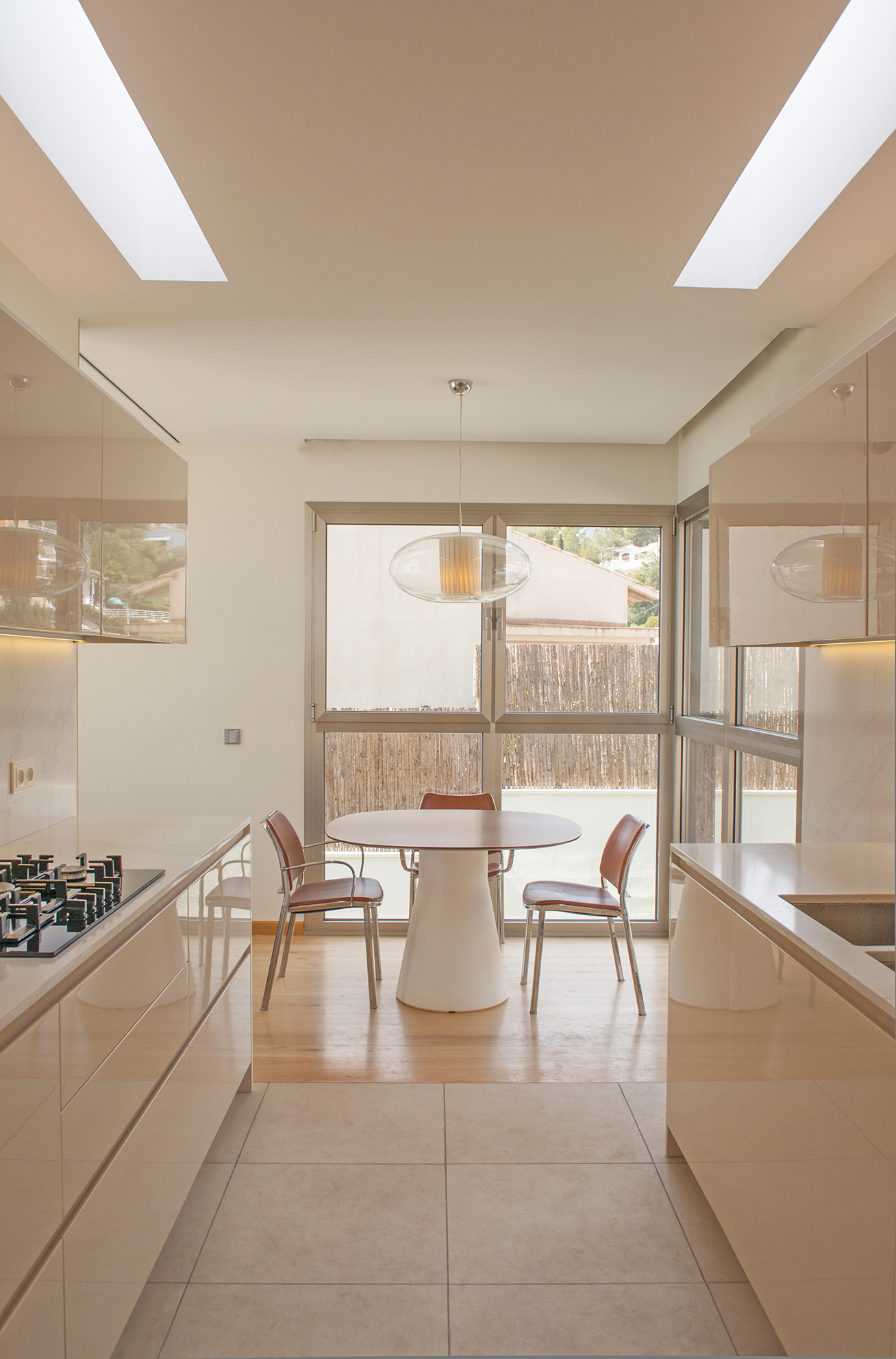 21-rardo-architects-houses-in-sitges-interior-desing-dining-room-kitchen-lighting-lights