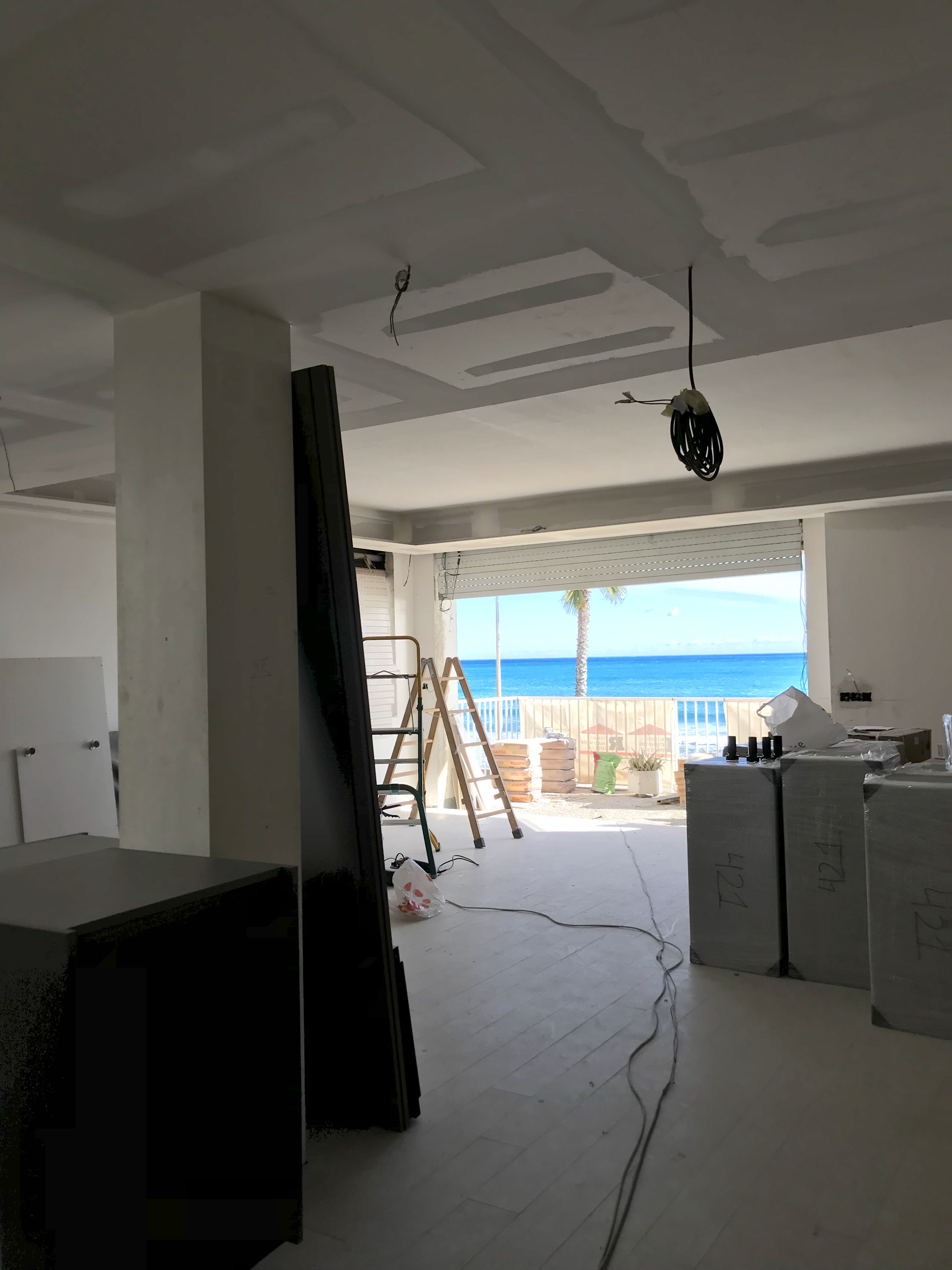 En obras reforma de un apartamento frente al mar en - Reformas sitges ...