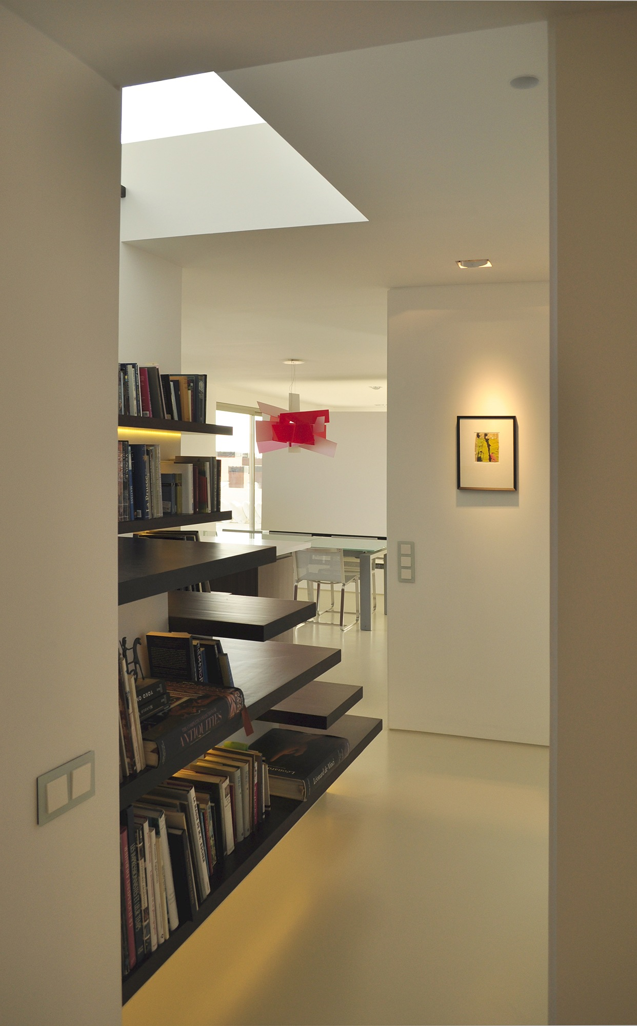 11-architect-barcelona-sitges-home-refurbishment-staircase-book-case
