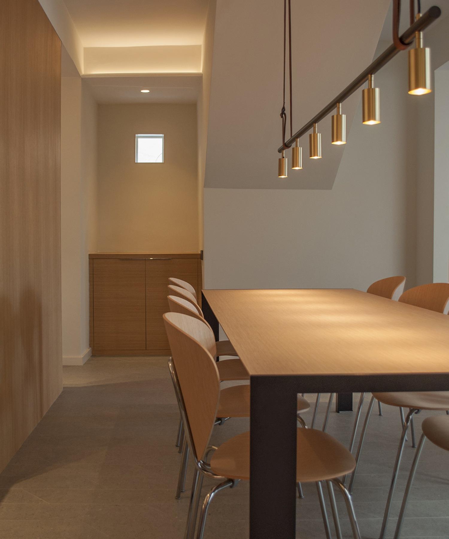 11-architecture-sitges-interior-design-barcelona-dinning-room-modern-ceramic-apavisa-globus-stua-deneb-wood