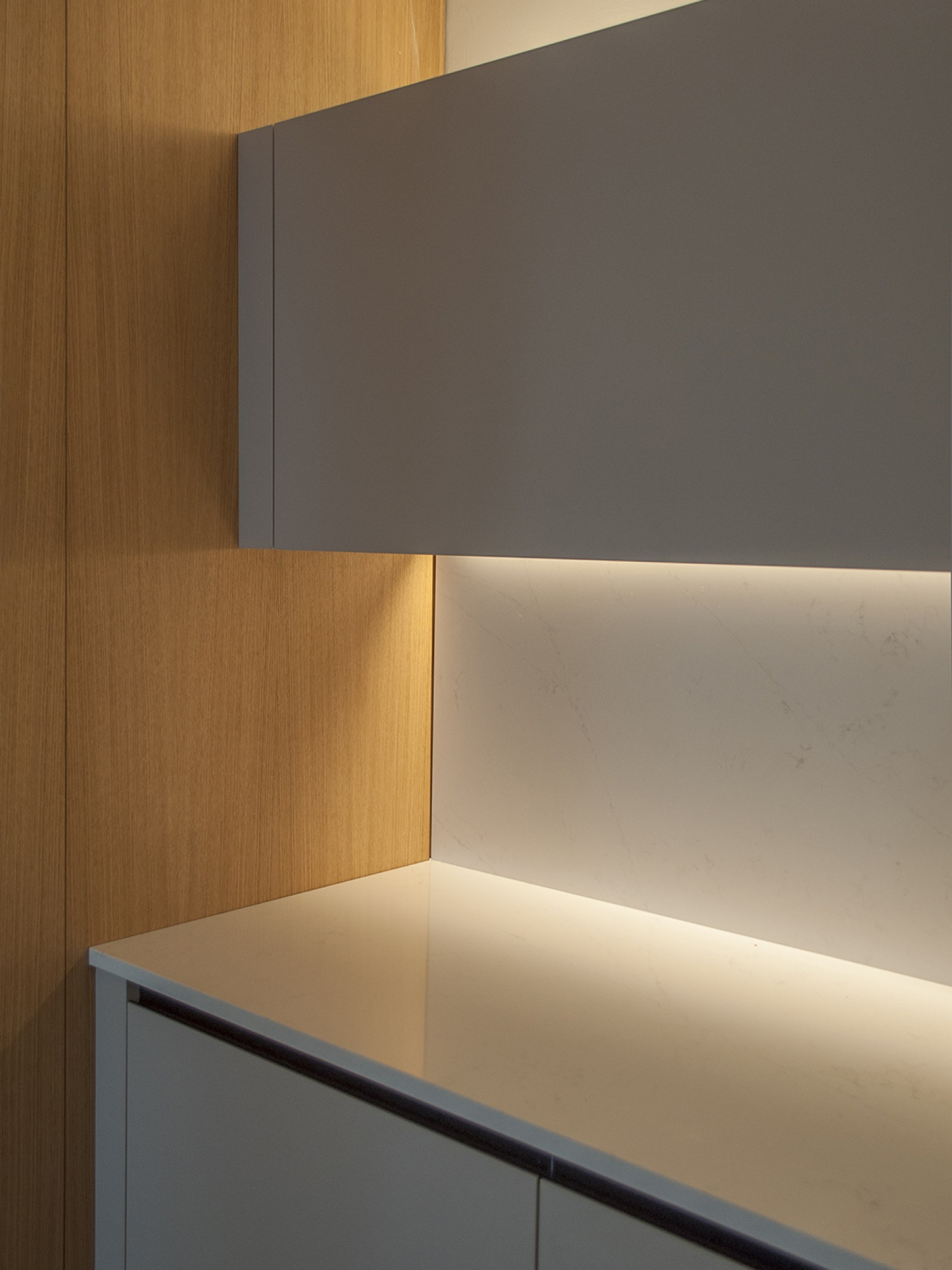 14-architecture-sitges-interior-design-barcelona-kitchen-modern-led-silestone-wood