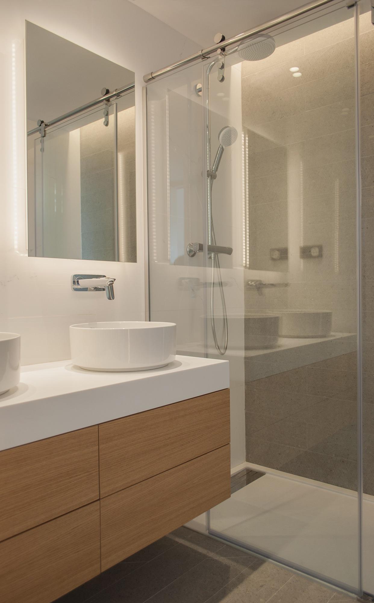 15-13-architecture-sitges-interior-design-barcelona-modern-bathroom-wood-krion-shower