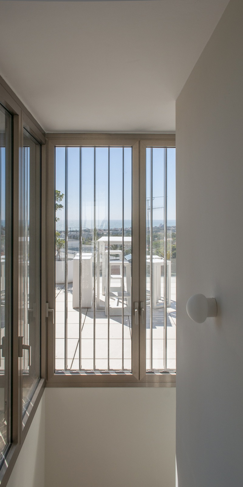 17-b-rardo-architects-houses-in-sitges-volume-terrace-window-seaview