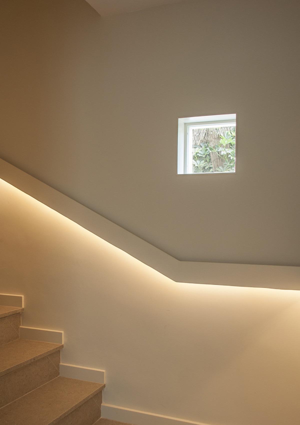 6-architecture-sitges-interior-design-barcelona-stairs-apavisa-pavement-steel-handrail-windows