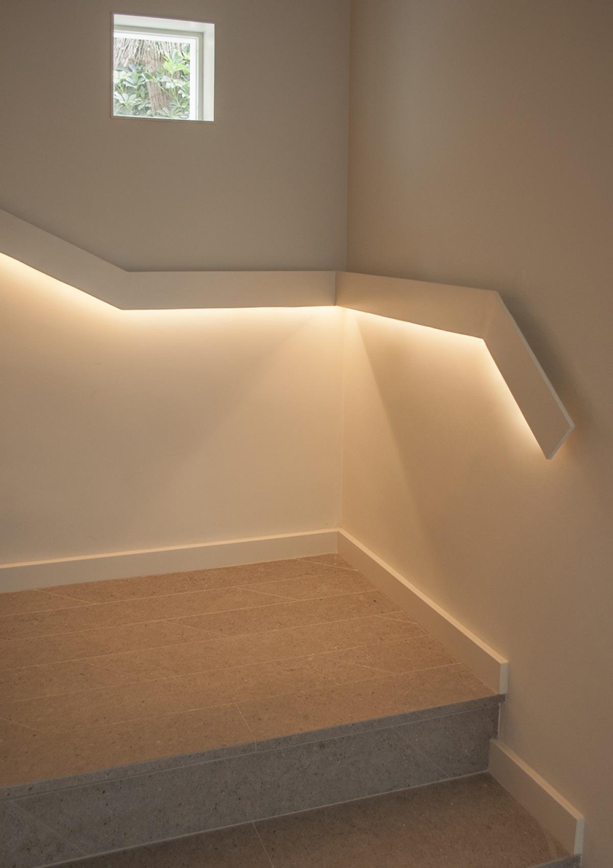 7-architecture-sitges-interior-design-barcelona-stairs-modern-lights-pavement