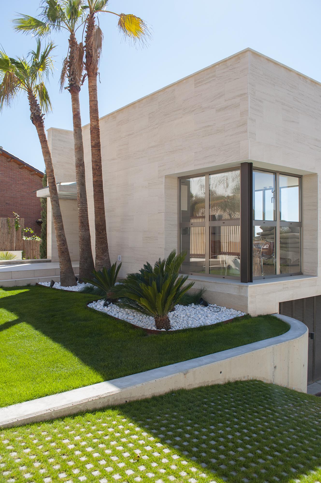8-rardo-architects-houses-sitges-elevation-entrance-corner